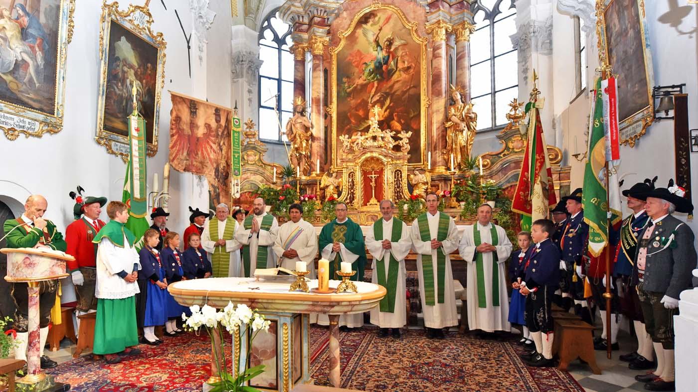 51. Tiroler Schützenwallfahrt: Hunderte Schützen und Marketenderinnen beteten gemeinsam