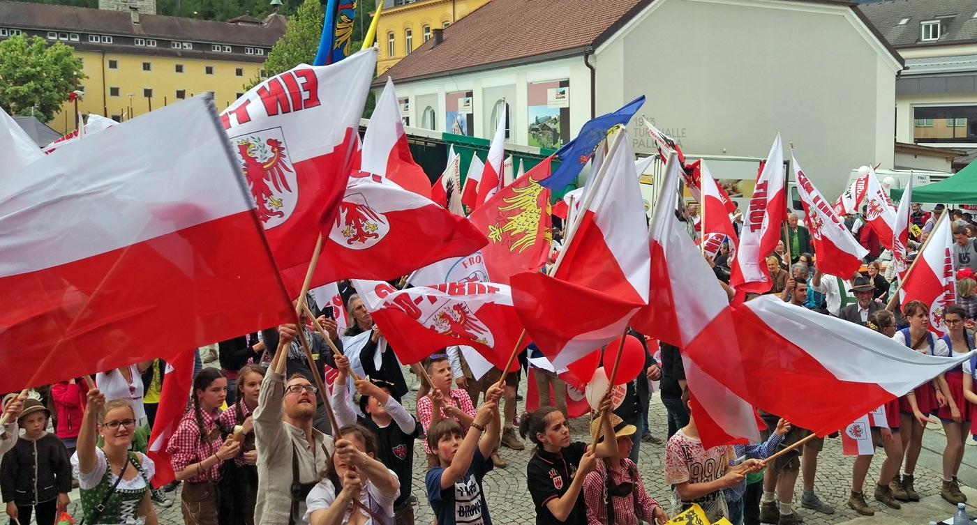Jugendstudie des ASTAT zeigt gesunden Patriotismus unter Südtirols Jugendlichen