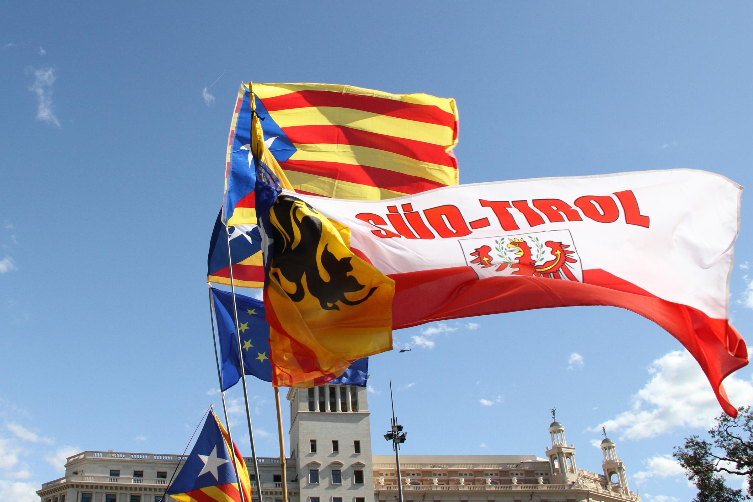 Schützen bei Diada in Katalonien – Werden bei Abstimmung als Wahlbeobachter agieren.