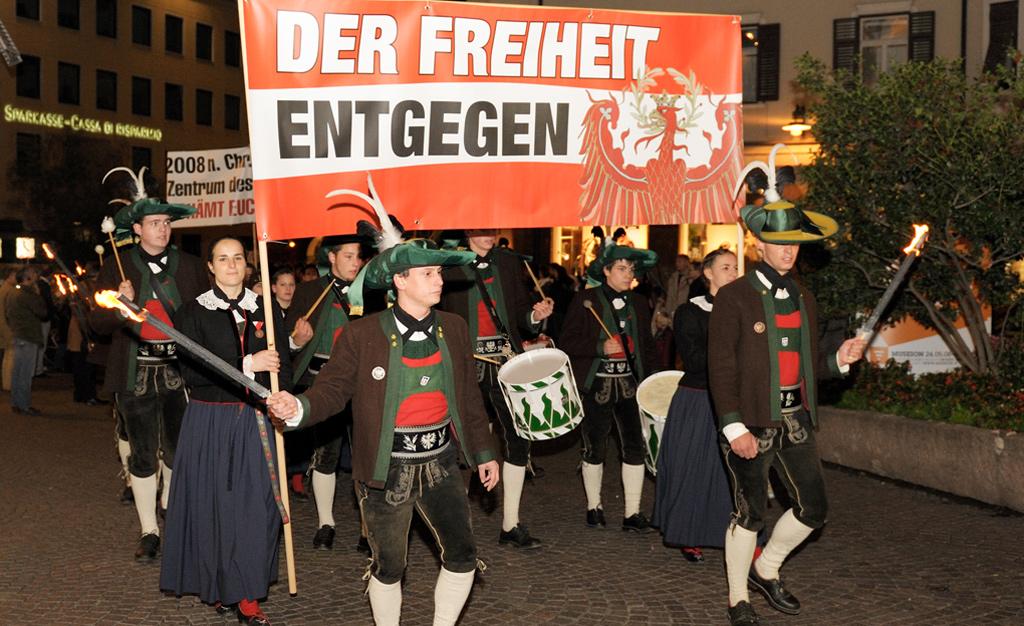 Schützenbezirk Pustertal geschlossen zum Freiheitsmarsch