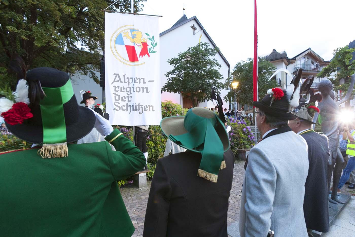 25. Alpenregionstreffen: Teilnahmerekord mit 10.682 Trachtenträgern im Zillertal