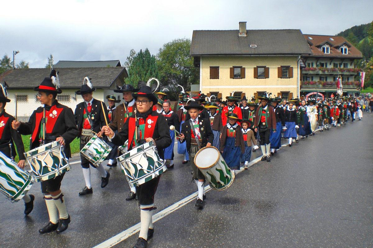 Tirol isch lei oans – Tiroler Jungschützen demonstrieren Einigkeit